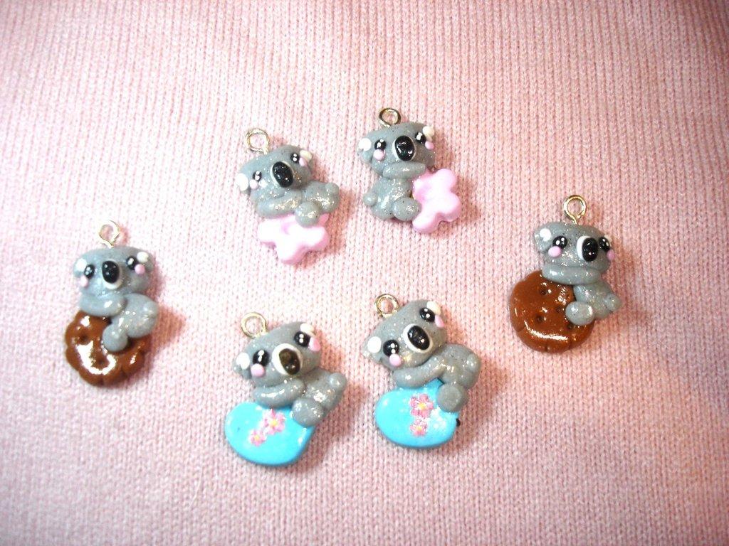 UN CIONDOLO  A SCELTA   -  - fimo -  miscellanea koala