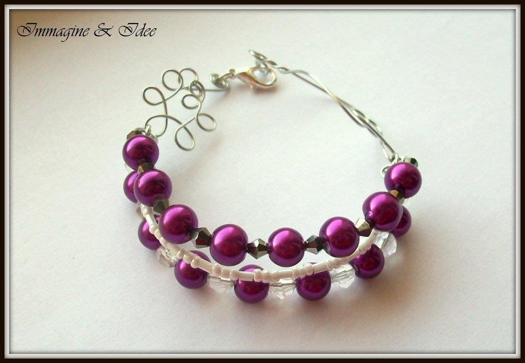"""Bracciale """"Lips"""" con perle viola e bianche, bicono grigio e acciaio"""