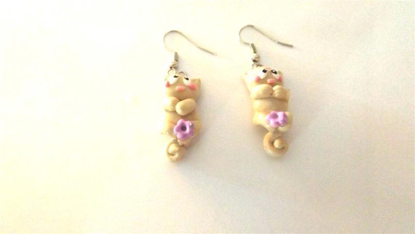 PAIO ORECCHINI - fimo - gattini color crema e fiorellini lilla