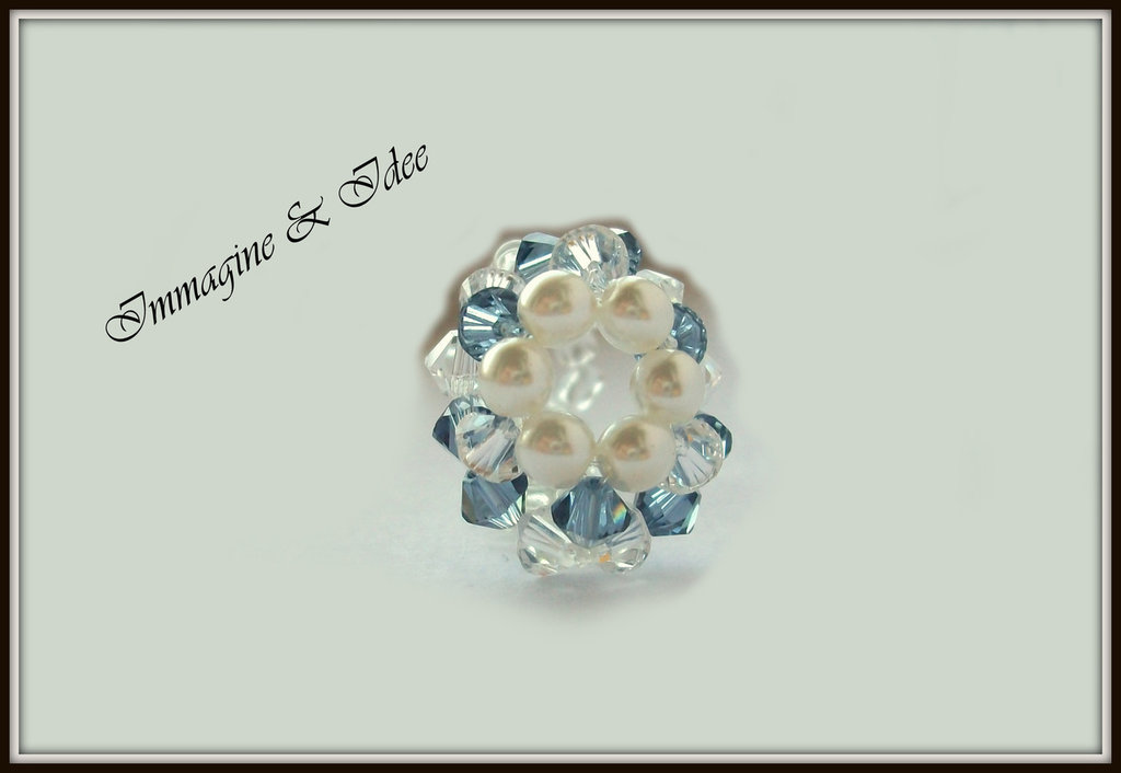 """Anello """"Round"""" con bicono Swarovski blu e trasparente, e perle di vetro"""