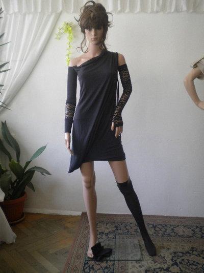 Signore non convenzionali e asimmetrici tunica con le calze di pizzo e tessuto è elastico