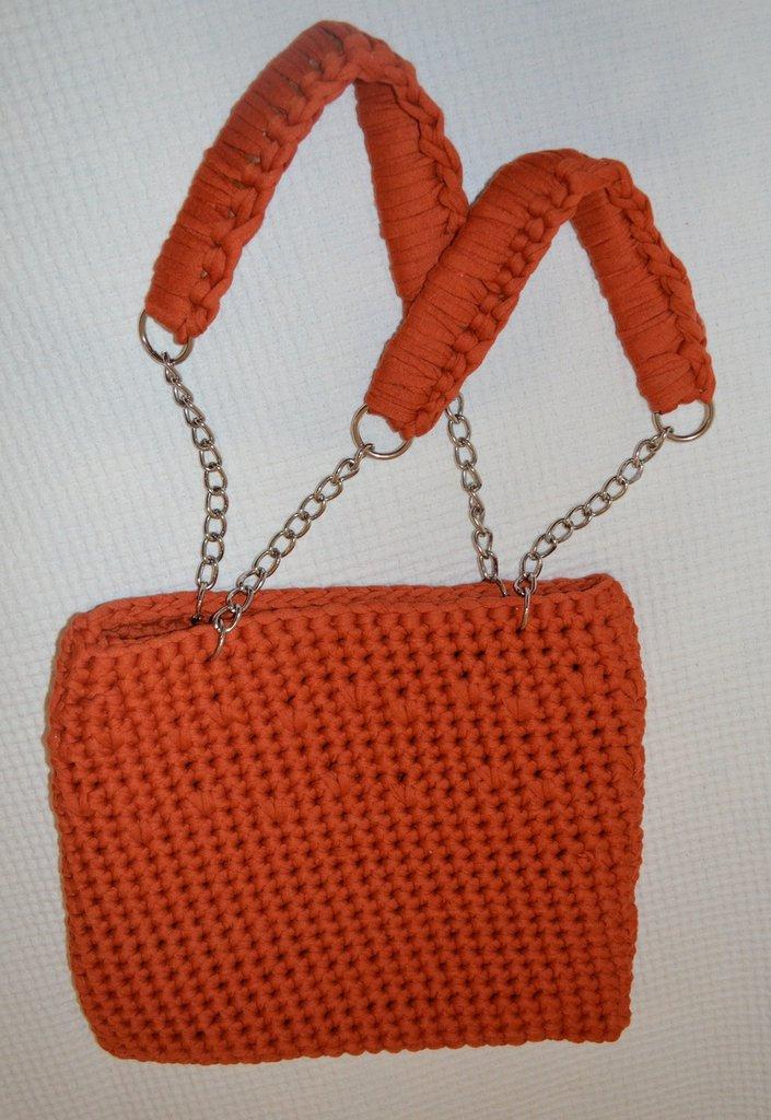 Borsa in fettuccia arancione con catene