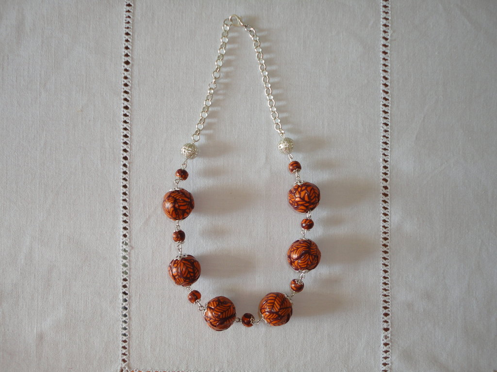 COLLANA CORTA IN FIMO ARANCIO E MARRONE