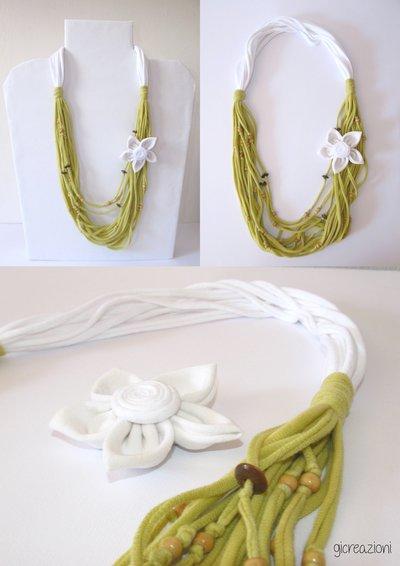 Collana in fettuccia bianca verde e spilla fiore