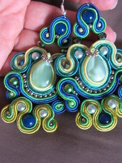 orecchini pendenti soutache eleganti e colorati fatti a mano