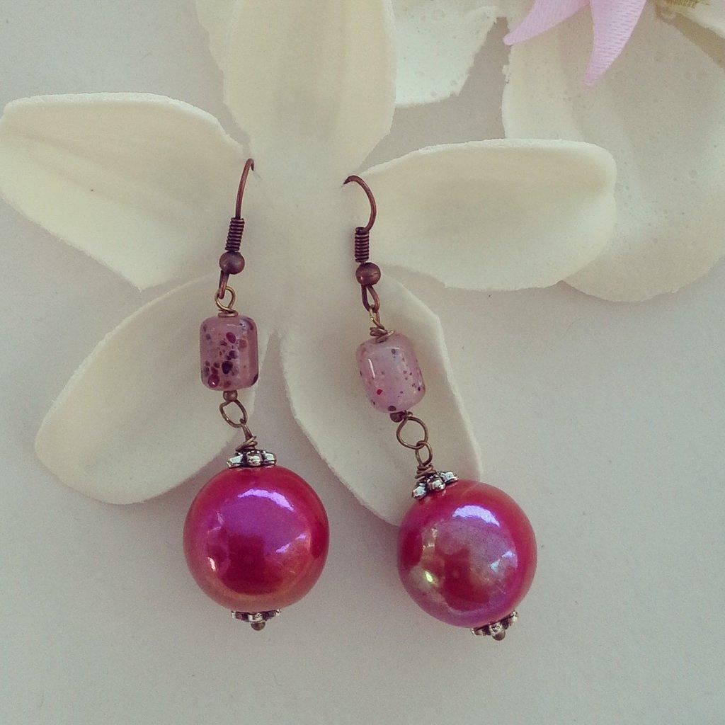 orecchini pendenti con pietra rossa