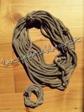 Set collana e braccailetto di cottone color tortora con bottoni di legno
