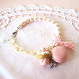 Bracciale Parigi #modello3, con perle, fiocco, Tour Eiffel, macaron e cupcake in fimo