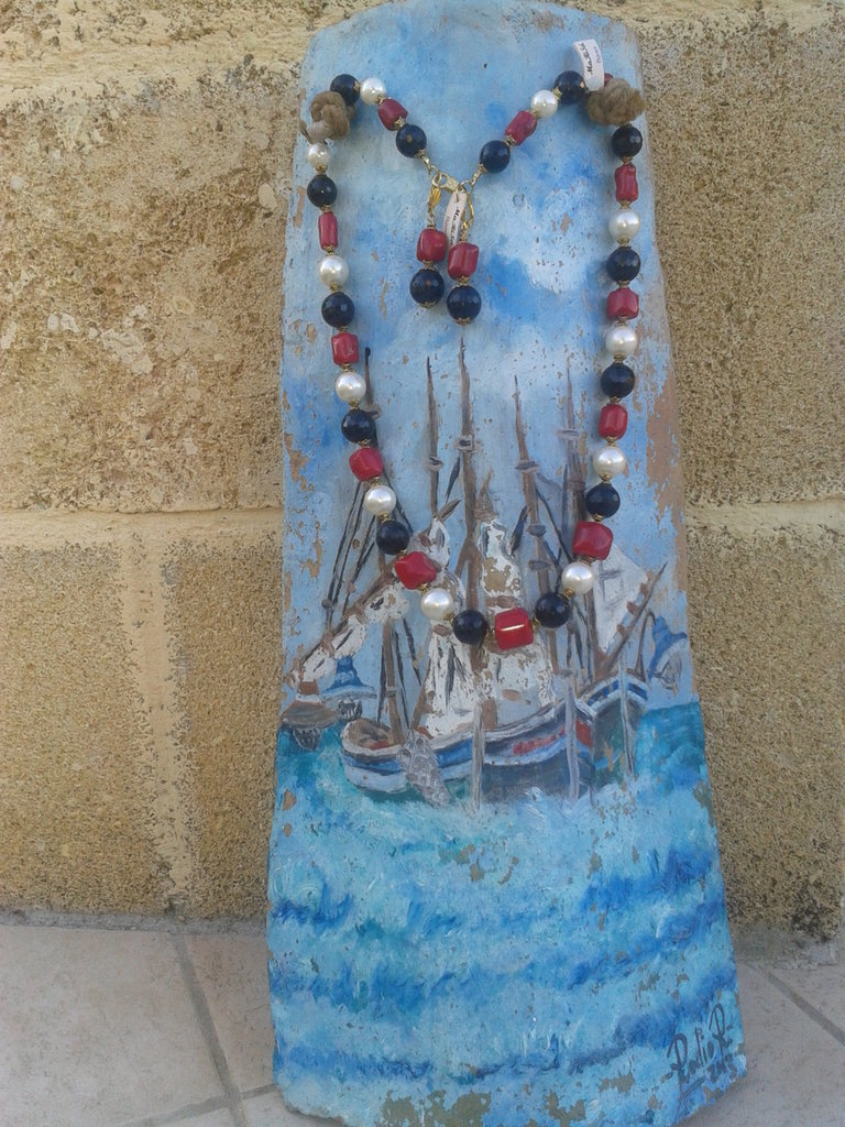Collana artigianale fatta a mano con pietre dure, perle e corallo