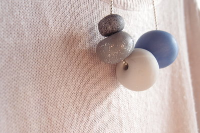 Collana ciondoli Sfere in fimo grigio, agata e granito grigio