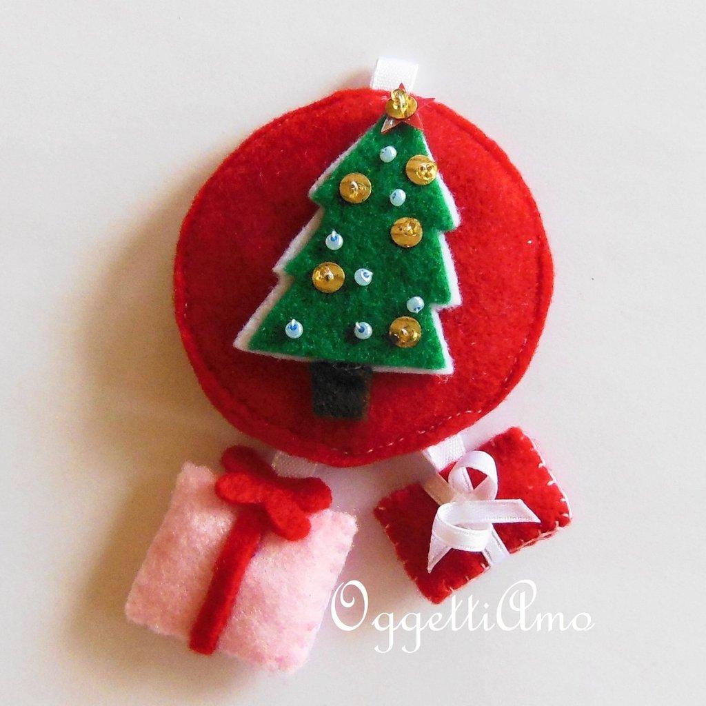 Decorazione per l'albero di Natale in feltro rosso e bianco: un addobbo natalizio a cuore!