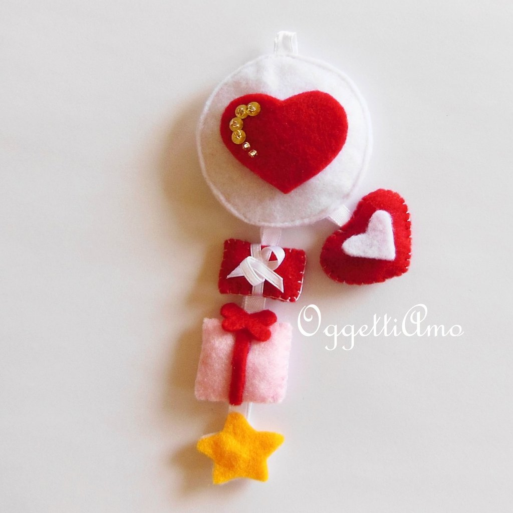 Decorazione natalizia CUORE: un addobbo che è un'idea regalo originale come portachiavi in feltro!