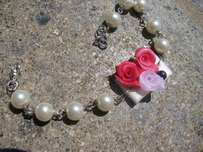 Bracciale con piccolo cammeo con rose