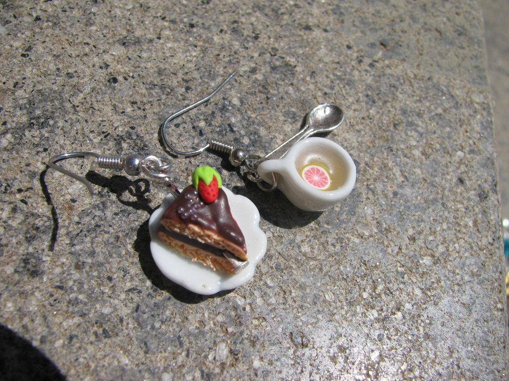 Orecchini colazione con thè e torta