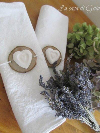 Porta tovaglioli in legno con cuore di gesso