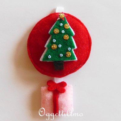 Decorazione natalizia 'albero di Natale con regalino rosa': l'addobbo in feltro per il vostro albero!