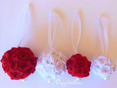 Set di 4 palle di fiori in feltro rosse e bianche: gli addobbi eleganti e romantici per il vostro Natale!