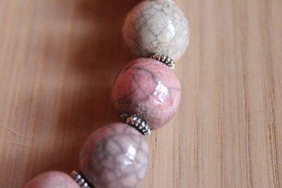 girocollo perle in ceramica raku rosa