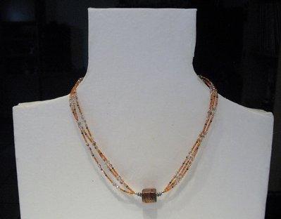Collana a triplo filo con perla indiana in vetro lavorato
