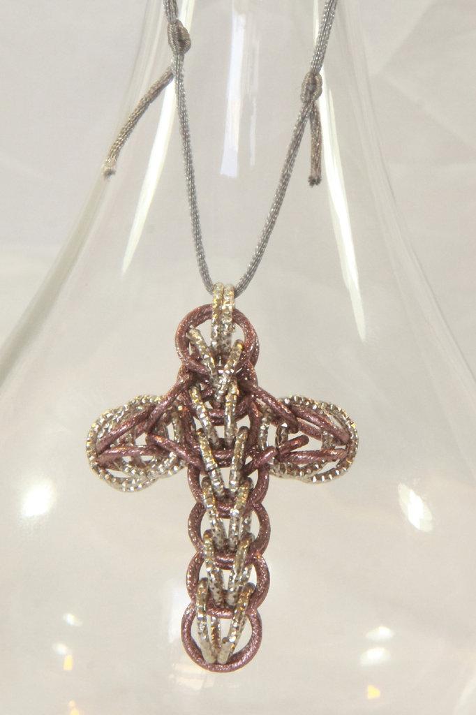 Collana con croce chainmail argento e rosa