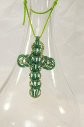 Collana con croce chainmail verde