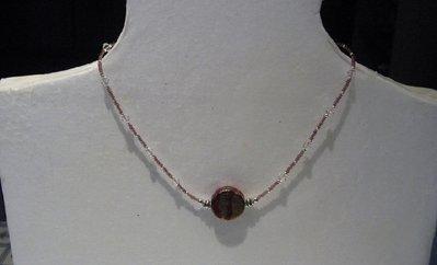 Collana con pietra indiana in vetro lavorato colorato