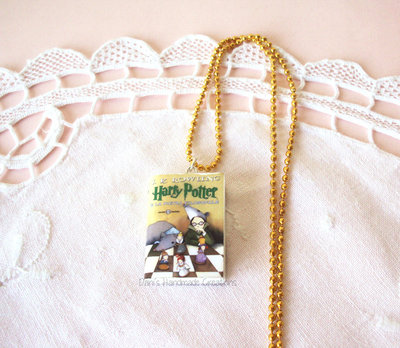 Collana libro di Harry Potter in fimo