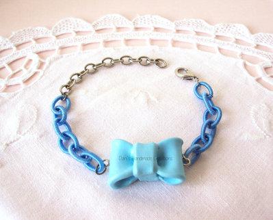 *IN OFFERTA* Bracciale con fiocco azzurro in fimo e cetena di seta azzurra