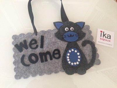 Fuori porta Welcome con Gatto toni del grigio e blu