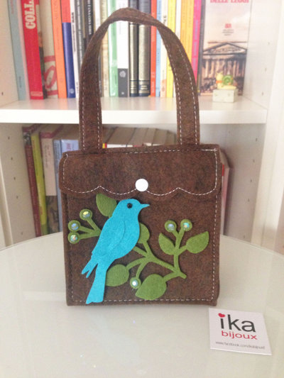 Borsetta in feltro con uccellino, ideale anche come porta trucchi e accessori.