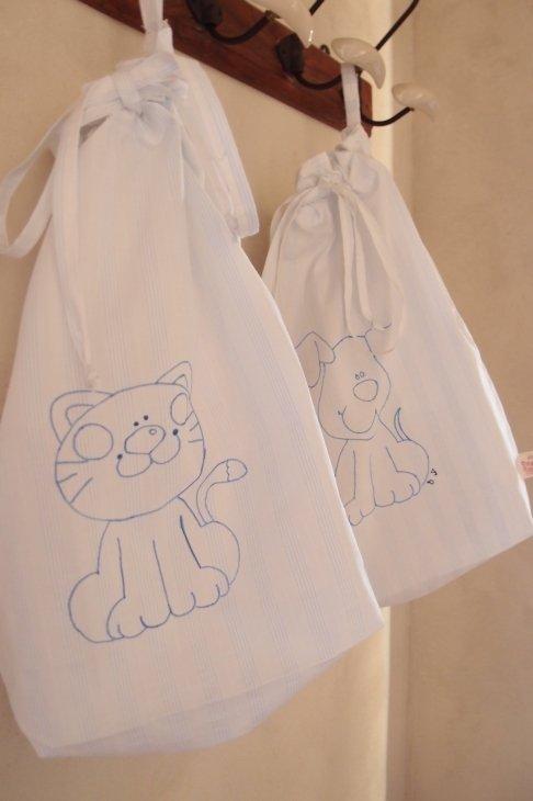 Sacchettina scuola in stoffa con disegno gattino  e cagnolino fatta a mano