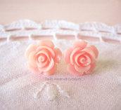 Orecchini a perno con rose in vari colori
