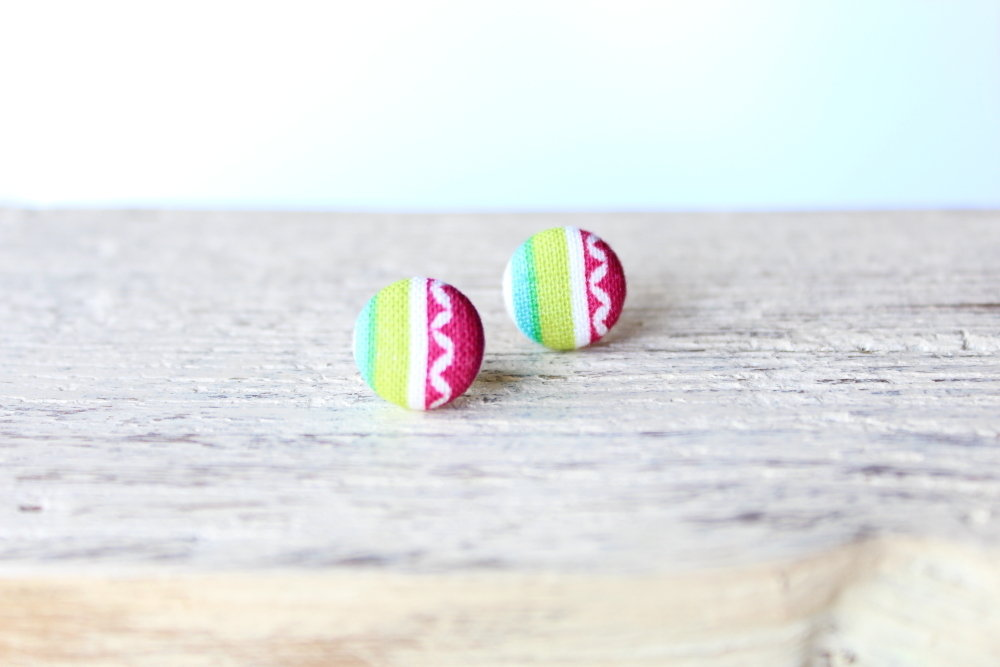 Orecchini bottoni - arcobaleno  fabric-covered button earrings