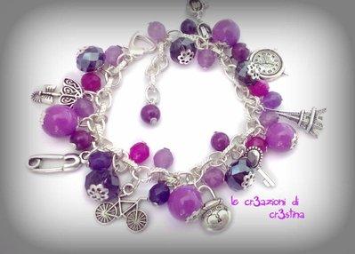 Bracciale con charms Tour Eiffel, lucchetto, chiave, bici, perle e cristalli lilla-viola