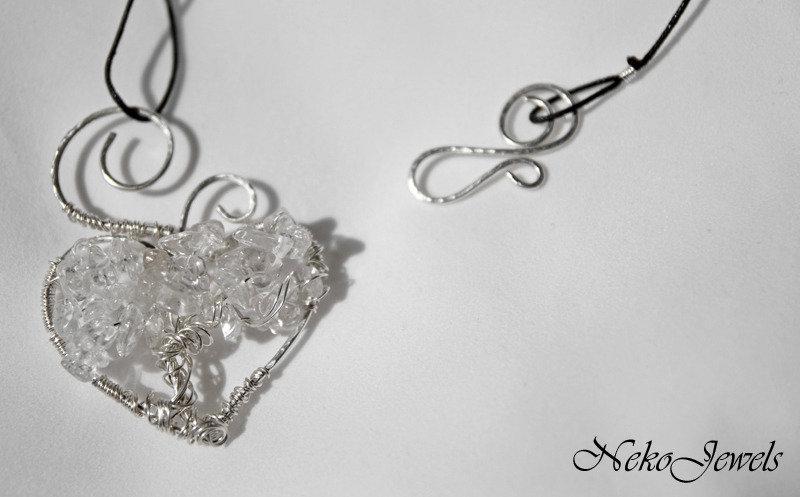 Cristallo di rocca per un albero della vita a cuore in rame bianco chakra Sahasrara cancro pendente