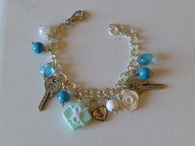 """Bracciale """" Tiffany"""" con perle bianche e azzurre"""