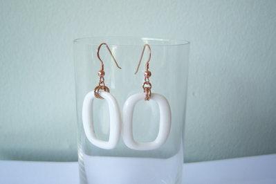 Orecchini pendenti in argento rosato 925 e pietra in agata bianca