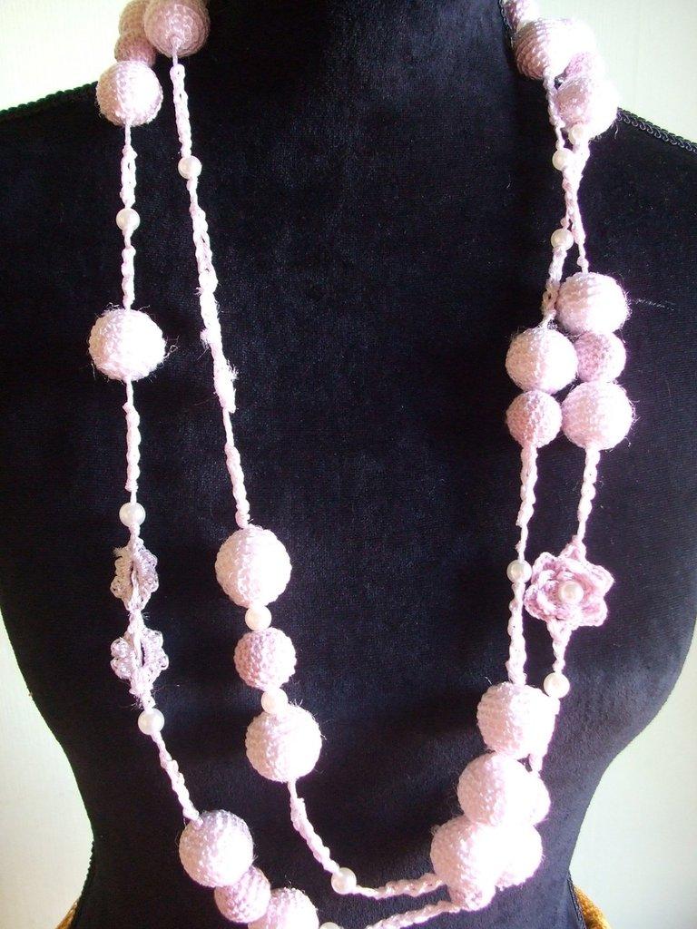 collana uncinetto sfere fiori perle