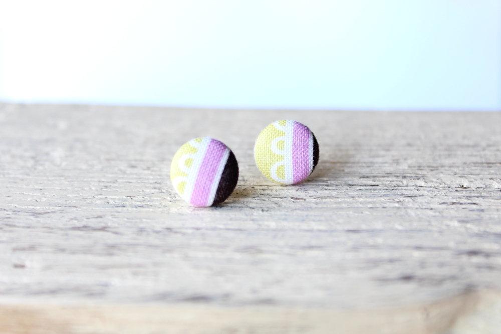 Orecchini bottoni - arcobaleno mela verde e lilla fabric-covered button earrings
