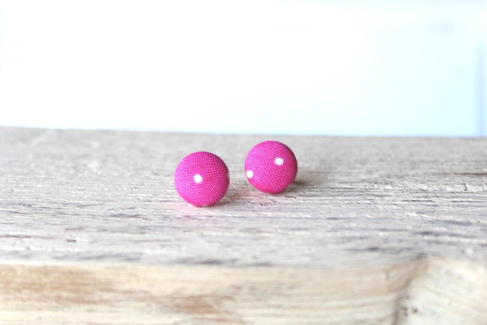 Orecchini bottoni - fantasia pois bianco su sfondo rosa fabric-covered button earrings