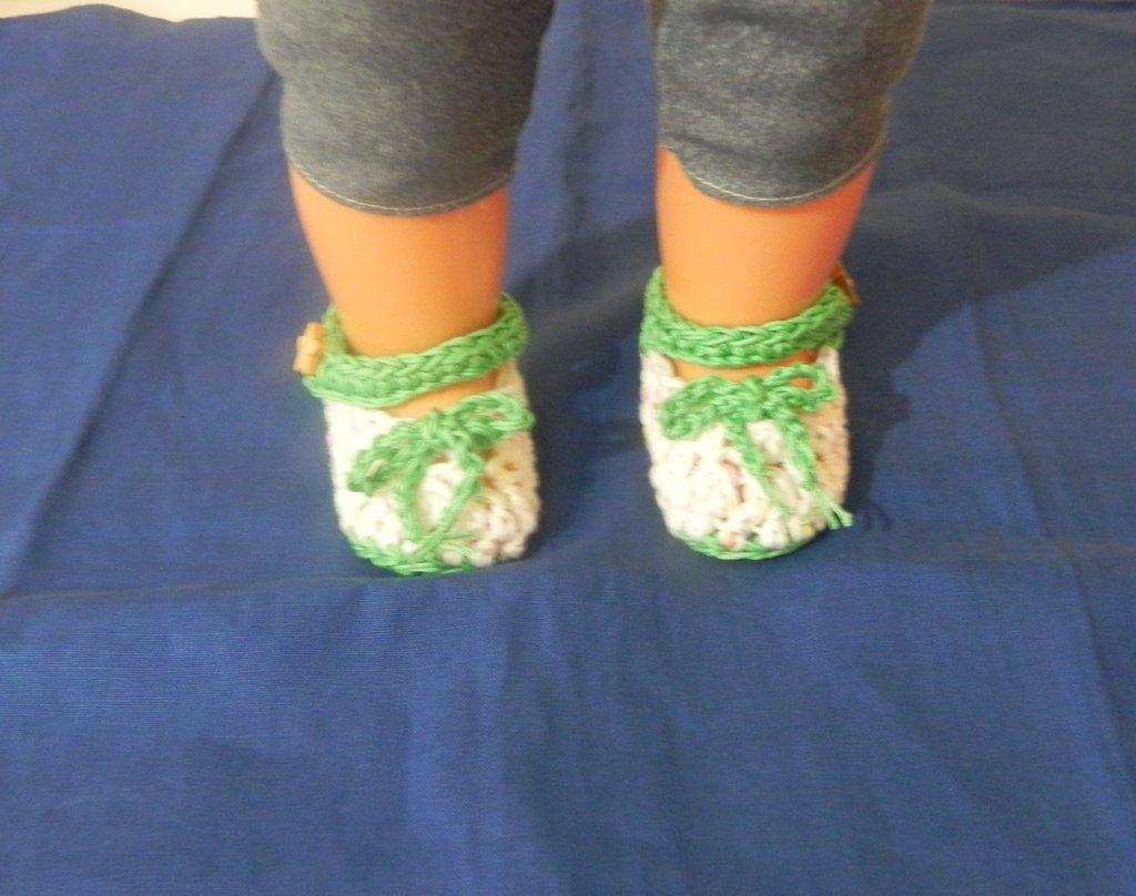 Scarpine  neonato realizzate ad UNCINETTO in cotone