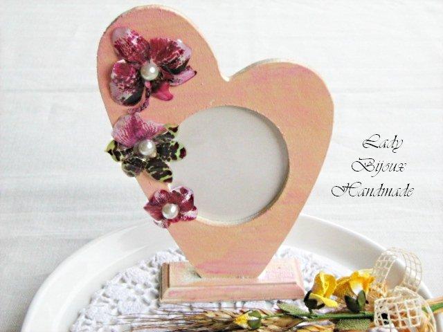 Cuore portafotografia da tavolo decorato a mano con Orchidee fatte in Sospeso Trasparente