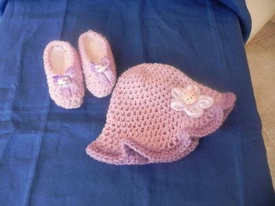 Scarpine e cappellino neonato bimba fatti a mano uncinetto lilla Hello Kitty