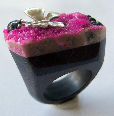 Anello in pietra in onice con calcite-cobalto e farfalla in argento 925