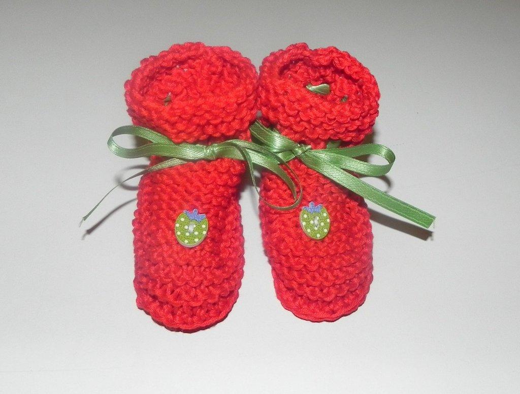Scarpine  neonato fatte a mano  in cotone rosso PORTAFORTUNA
