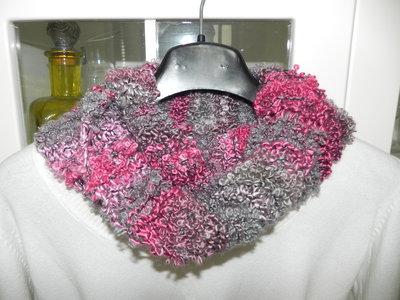 Sciarpa  scaldacollo toni del rosa e grigio  fatta a mano