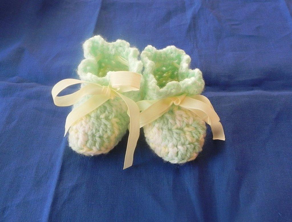 SCARPINE neonato unisex lana multicolore della Gatto con fiocco giallino