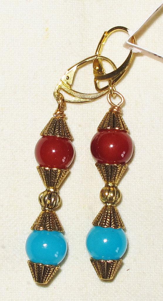 Orecchini artigianali con perle colorate