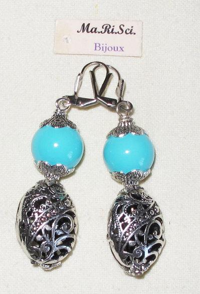 Orecchini artigianali con perle turchese a barilotti argentati