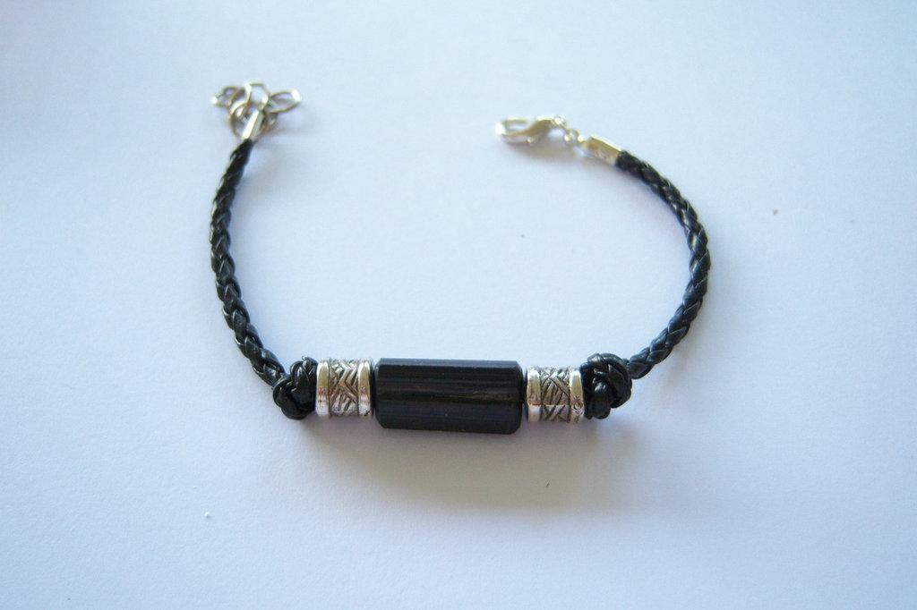 Braccialetto similpelle intrecciato con elementi in metallo senza nickel e pietre naturali: tormalina nera, malachite, labradorite